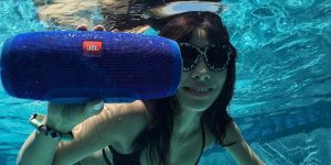 CES 2019: Soundcore Speakers Are Water Proof Enough To Be Dunked In Pool